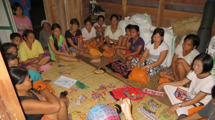 Ajak Masyarakat Kembangkan Kerajinan Lokal Untuk Sumber Penghasilan