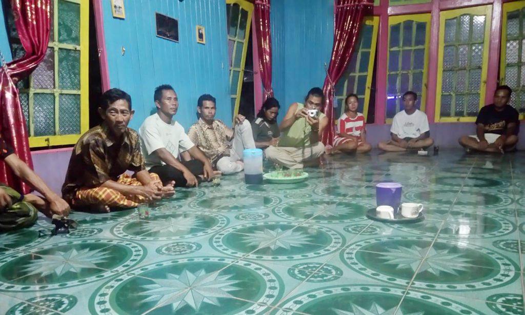 Warga Nanga Lauk sedang mengikuti tahapan pendampingan yang dilakukan PRCF Indonesia