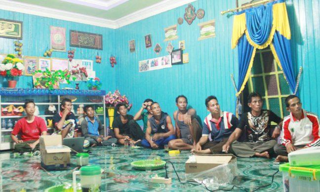 Warga Nanga Lauk sedang mengikuti tahapan pendampingan oleh RRCF Indonesia