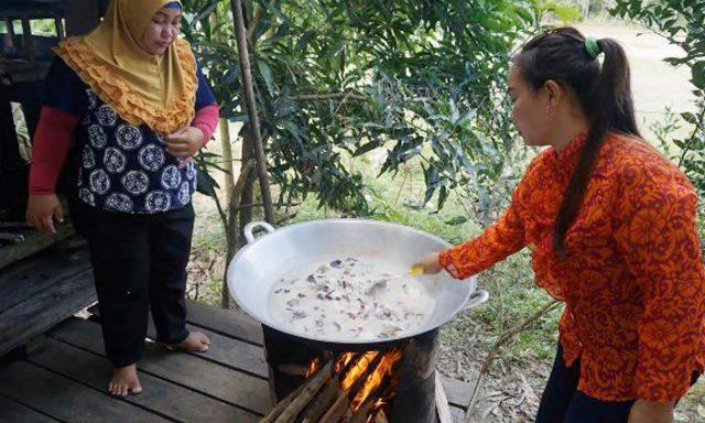 Salah satu sisi kehidupan masyarakat desa Nanga Lauk yang diabadikan oleh fotografer planvivo