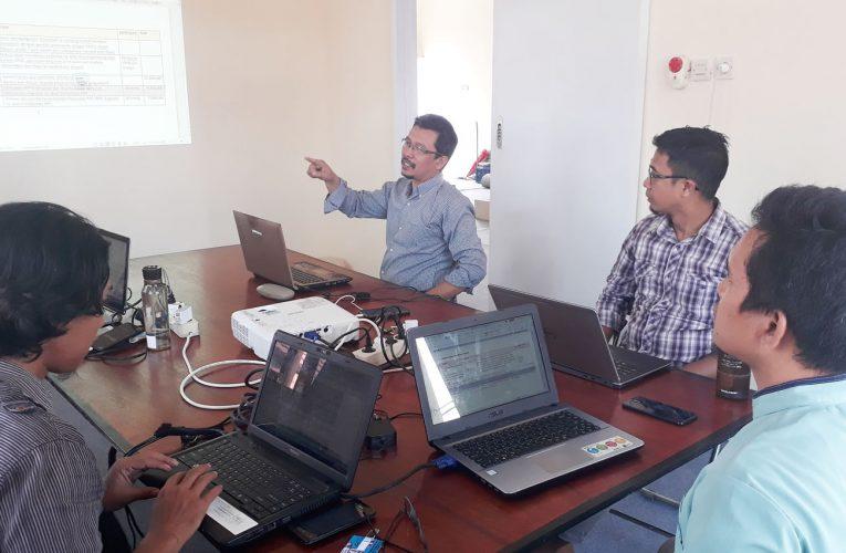 Rapat Evaluasi di Kantor Baru Setelah Renovasi