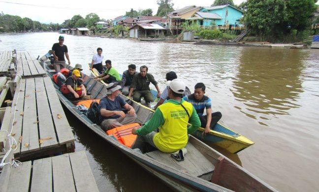 Perahu motor yang menjadi alat transfortasi utama bagi masyarakat Nanga Lauk