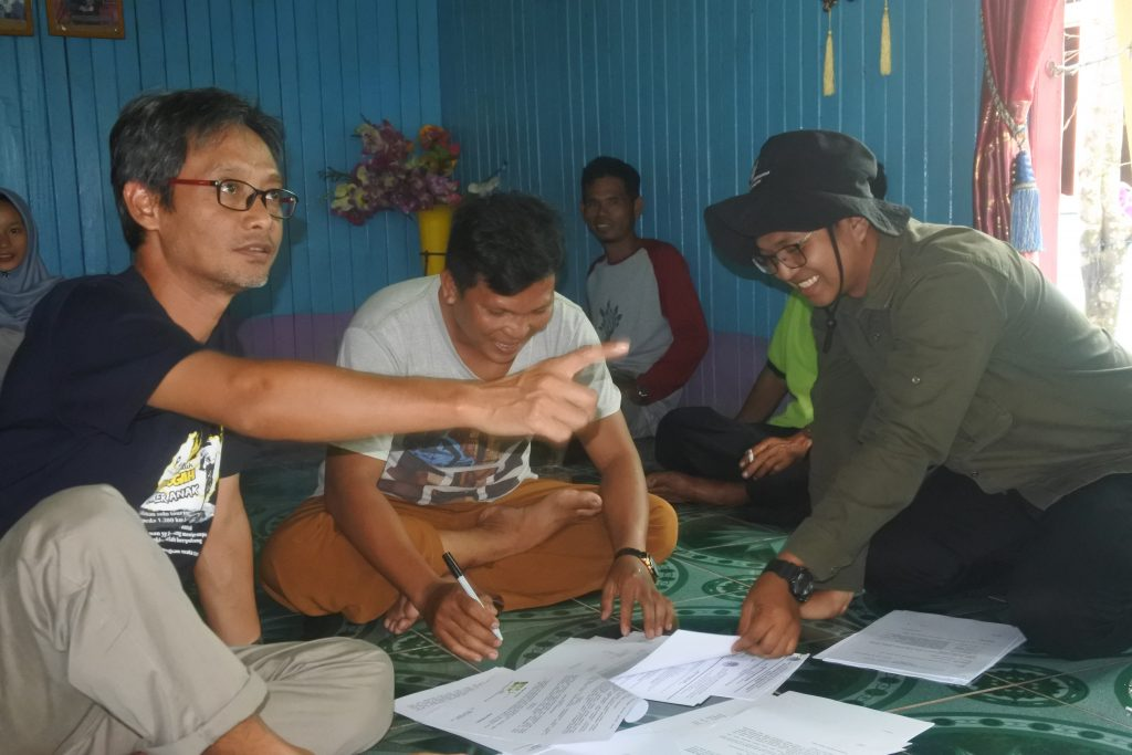 Personel LPHD sedang mengikuti penguatan kapasitas lembaga
