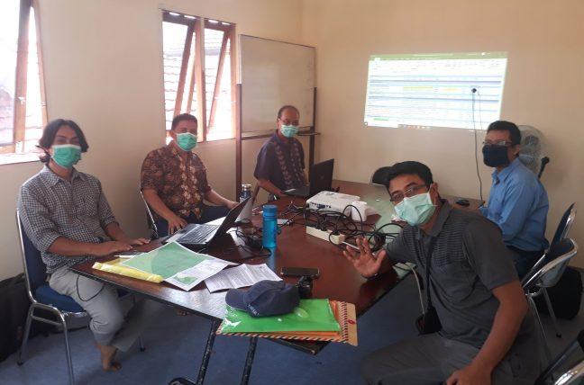 Phycal distancing sedang diterapkan dalam rapat PRCF Indonesia