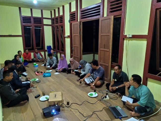 Desain rencana bisnis sedang diajarkan oleh PRCF Indonesia
