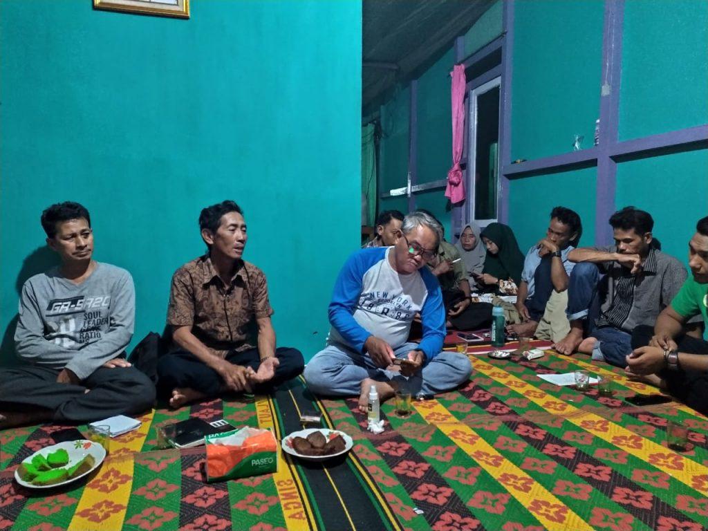Rombongan LPHD Lauk Bersatu saat melakukan diskusi dengan LPHD Bentang Pesisir Padang Tikar