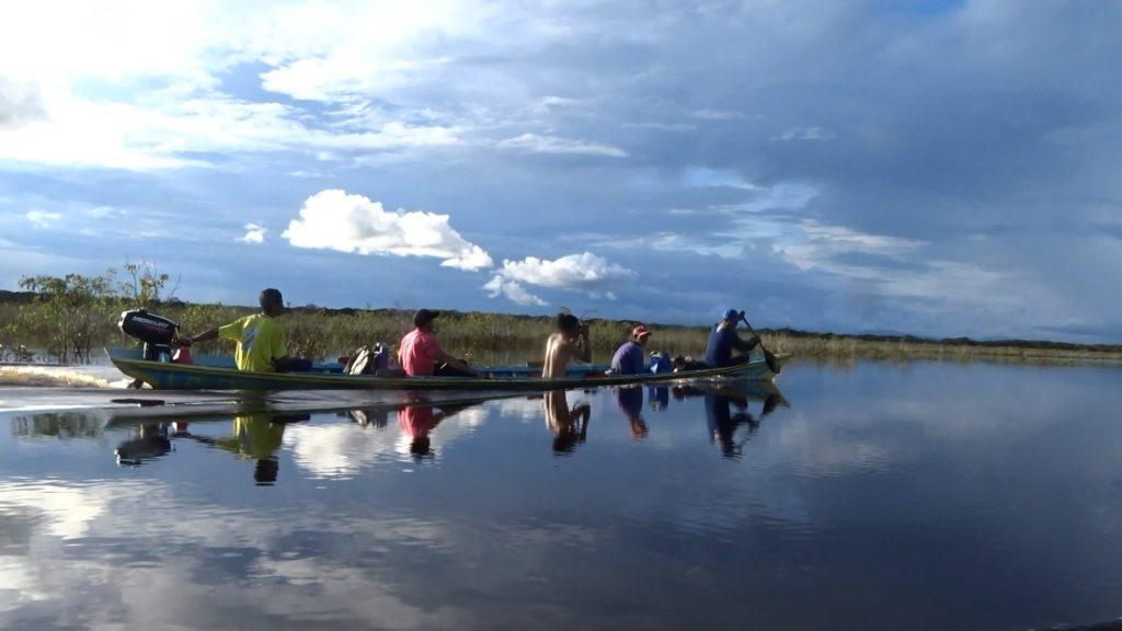 Perahu motor menjadi sarana penting untuk patroli batas desa