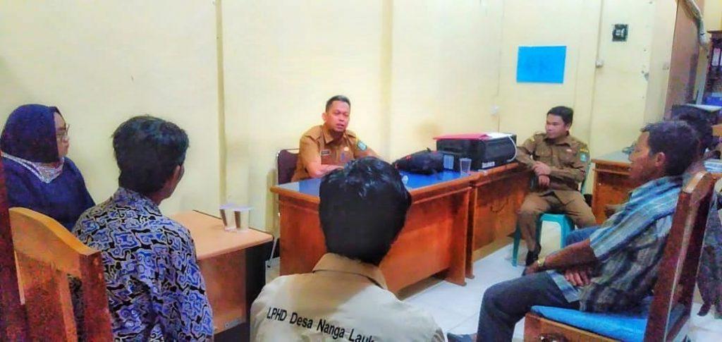Wawan Kurniawan Kepala KPH Kapuas Hulu Utara saat menerima rombongan LPHD Lauk Bersatu