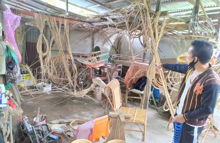 Desa Piantus Dijadikan Model Belajar Anyaman Rotan