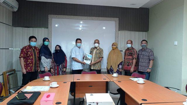 Laporan tahunan PRCF Indonesia diserahkan ke Kadis LHK Kalbar