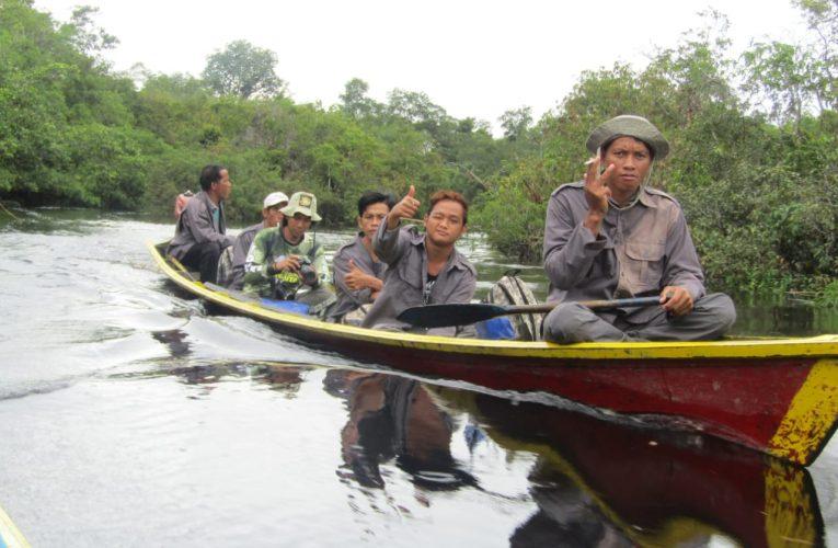 Patroli Hutan Desa di Nanga Lauk Kapuas Hulu
