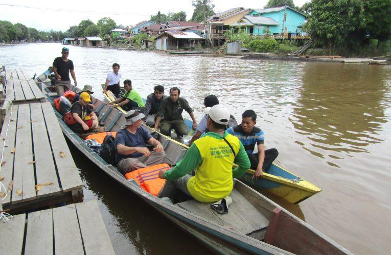 Perahu Motor Transportasi Utama di Nanga Lauk
